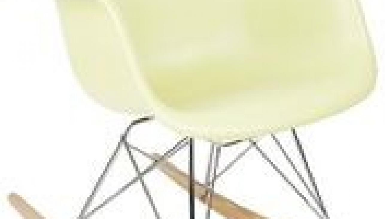 Choosing the best feeding chair for your nursery2