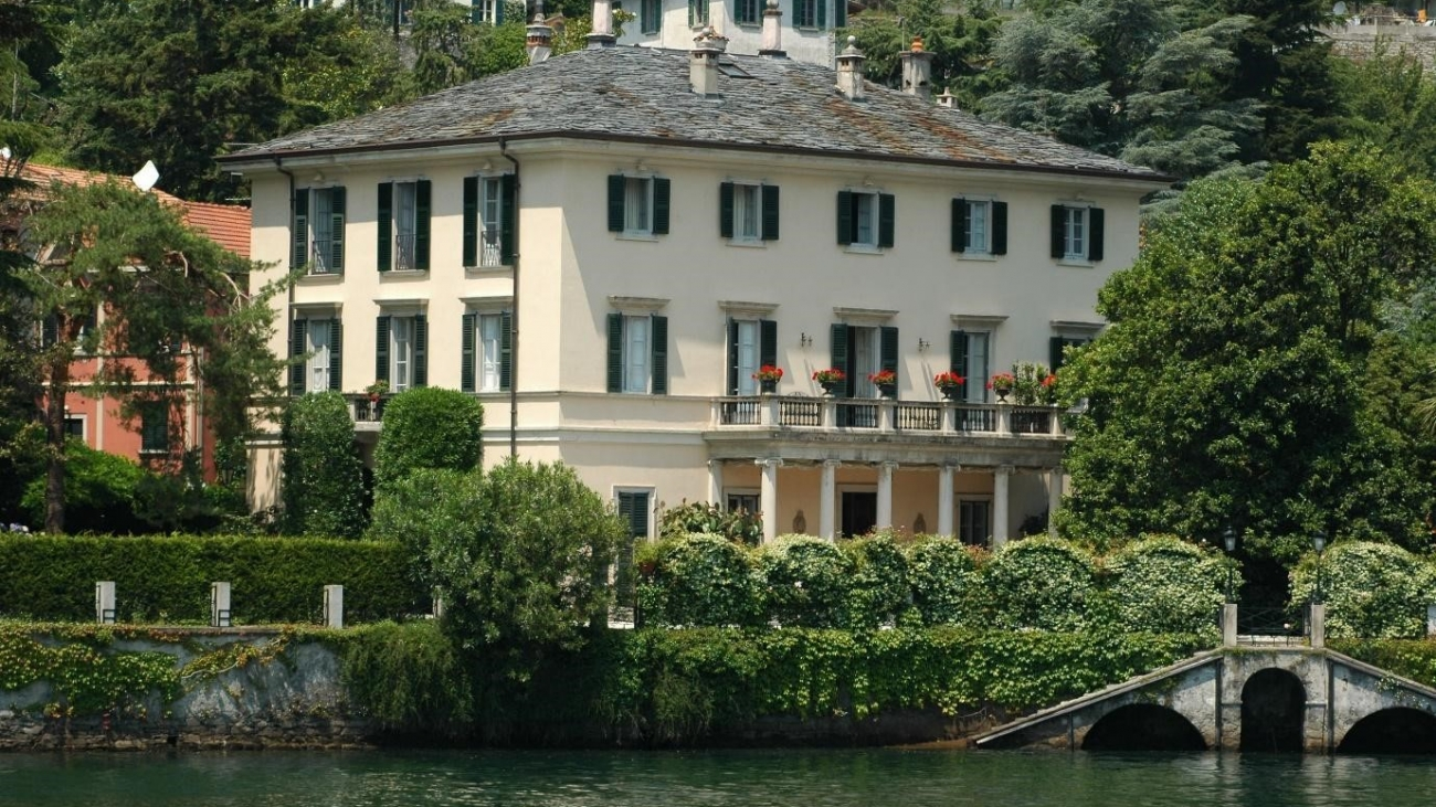 Celebrity abodes fit for a king or queen2